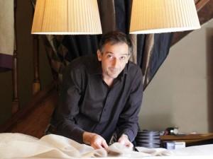 Pietro Seminelli dans son atelier du Mollay Littry