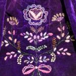 Broderies de perles d'un tablier de Plougastel-Daoulas